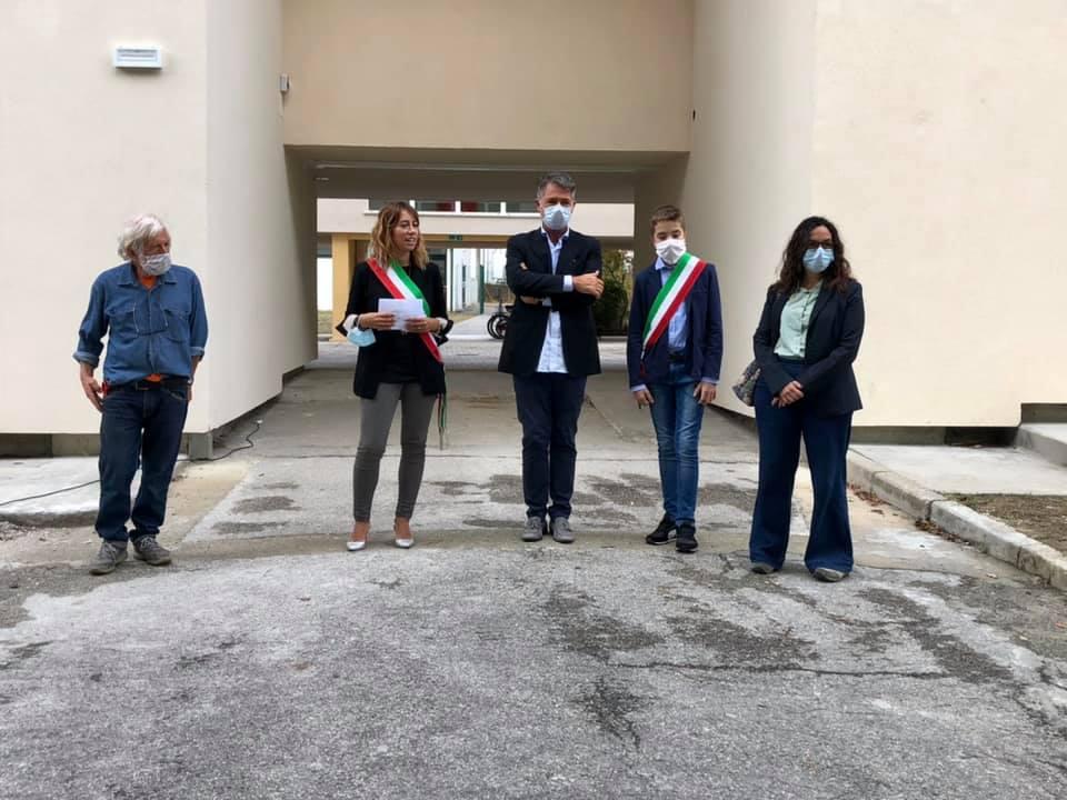 inaugurata-la-fine-lavori-nella-Scuola-Elementare-Serri-Pini