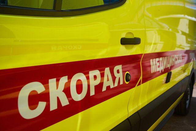 На проспекте Авиаконструкторов из окна 10 этажа выпал двухлетний ребенок