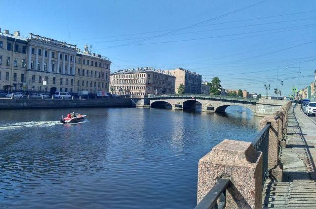 Падение девушки с моста в Фонтанку попало на видео