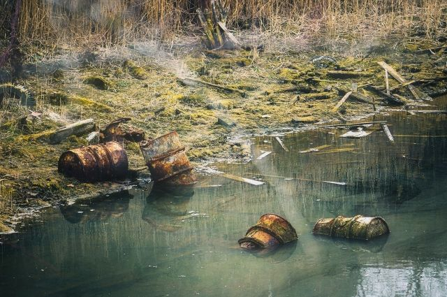 Петербургскую компанию оштрафовали за сброс в Каменку песка и цемента