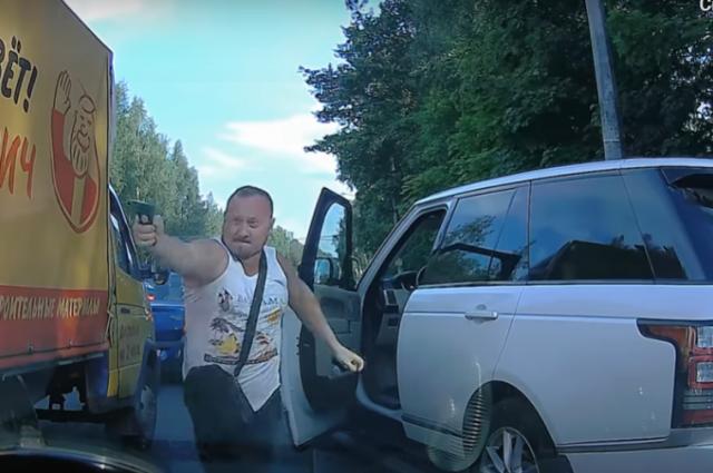 Конфликт автомобилистов на Выборгском шоссе закончился стрельбой и сломанным зеркалом