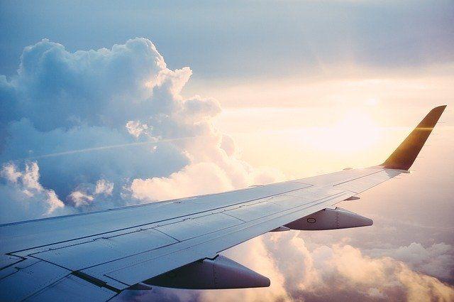 В Пулково приземлился самолет с российскими туристами из Индонезии
