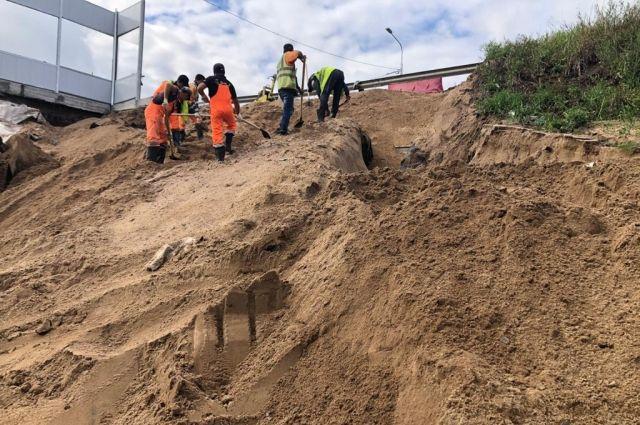 Движение на Красносельском шоссе восстановлено после размыва песка