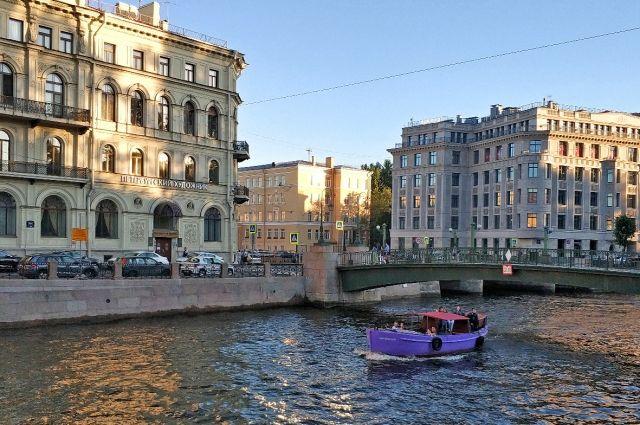 СК начал проверку после падения ребенка с прогулочного корабля в Петербурге