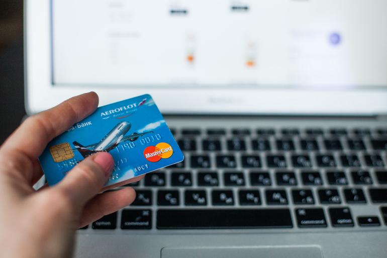С карт покупателей через двойники интернет-магазины похитили 4 миллиона