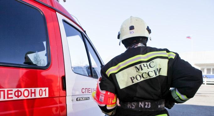 Ночью пожарные около 2,5 часов боролись с огнем в Павловске