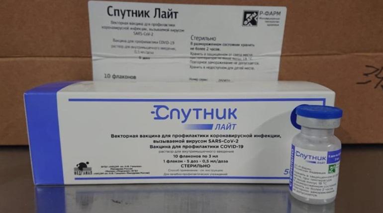 «Спутник Лайт» поступил в 109 прививочных пунктов в Петербурге