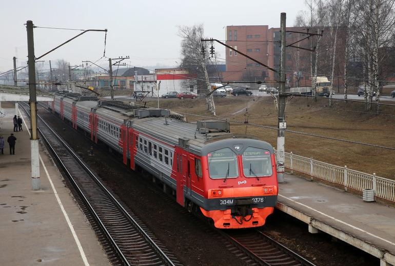 У Красного Села электричка задела петербуржца — подключилась транспортная полиция