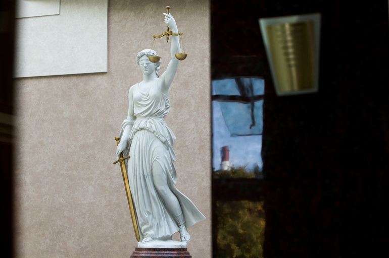 Метро, роддома и ТЭЦ: в Петербурге опять искали бомбы