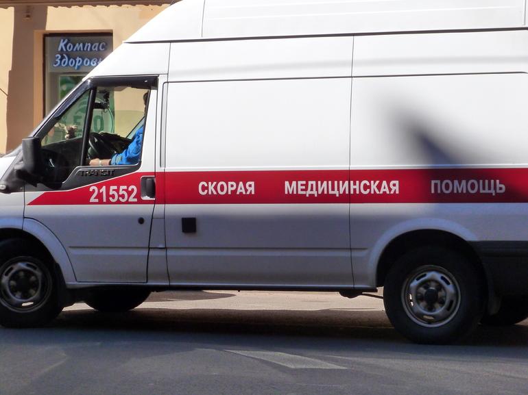 В Петербурге подросток попал под машину, пока убегал от полиции
