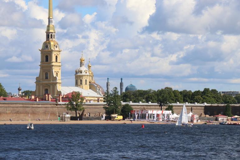 По рекам и каналам Петербурга запустят пассажирские электросудна