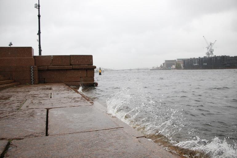 У Морской набережной перевернулась лодка с людьми