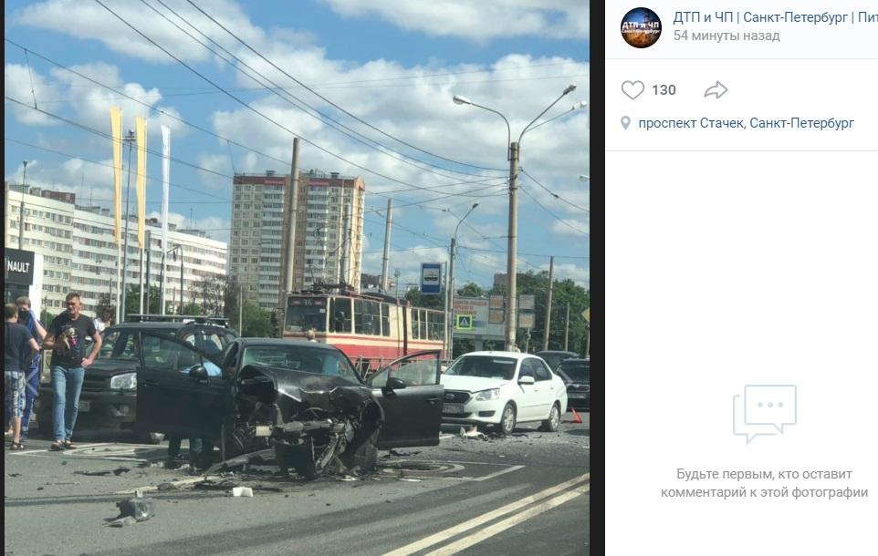 На проспекте Стачек заметили серьезное ДТП