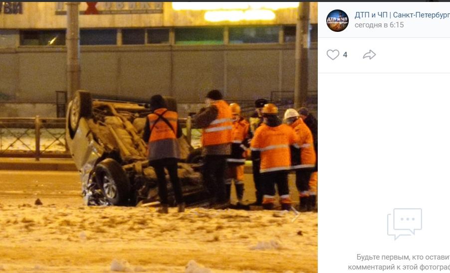 Водитель Toyota врезался в троллейбус на Ленинском проспекте и удрал