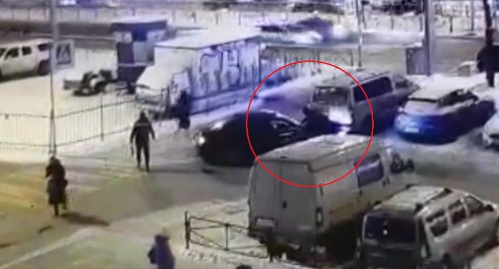 Водителя, прокатившего полицейского на капоте, задержали