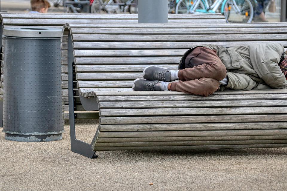 Власти Петербурга подсчитали число бездомных в городе