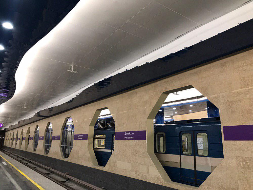 Движение по «зеленой» ветке метро Петербурга остановилось