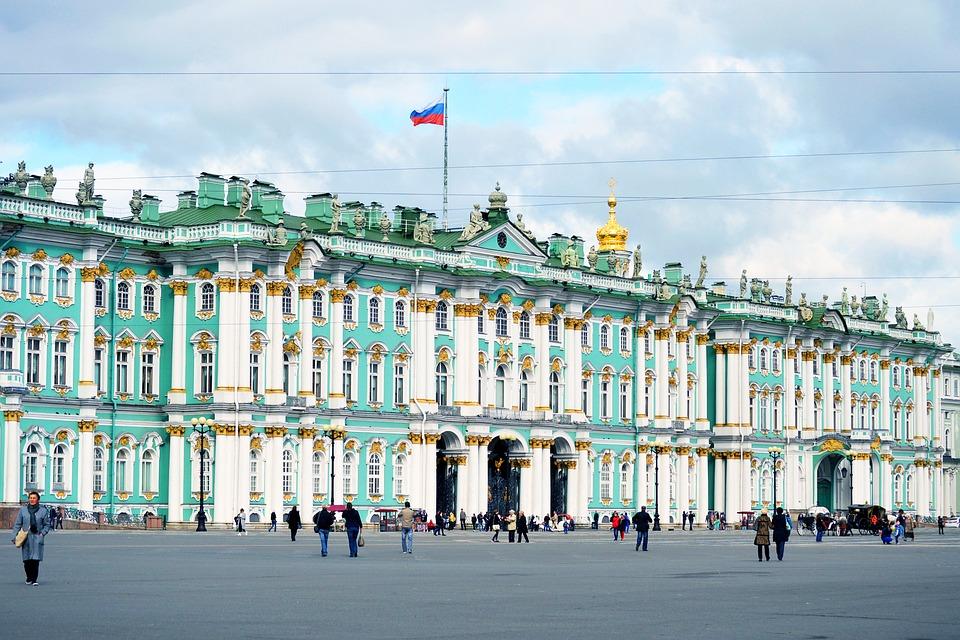 Парад Победы в Петербурге завершила колонна байкеров на Невском проспекте