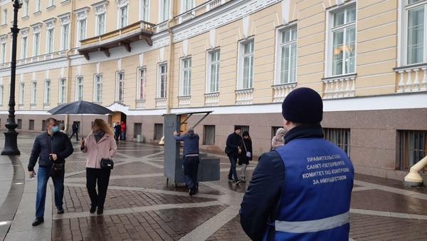 Смольный разогнал нелегальных торговцев в пяти районах Петербурга