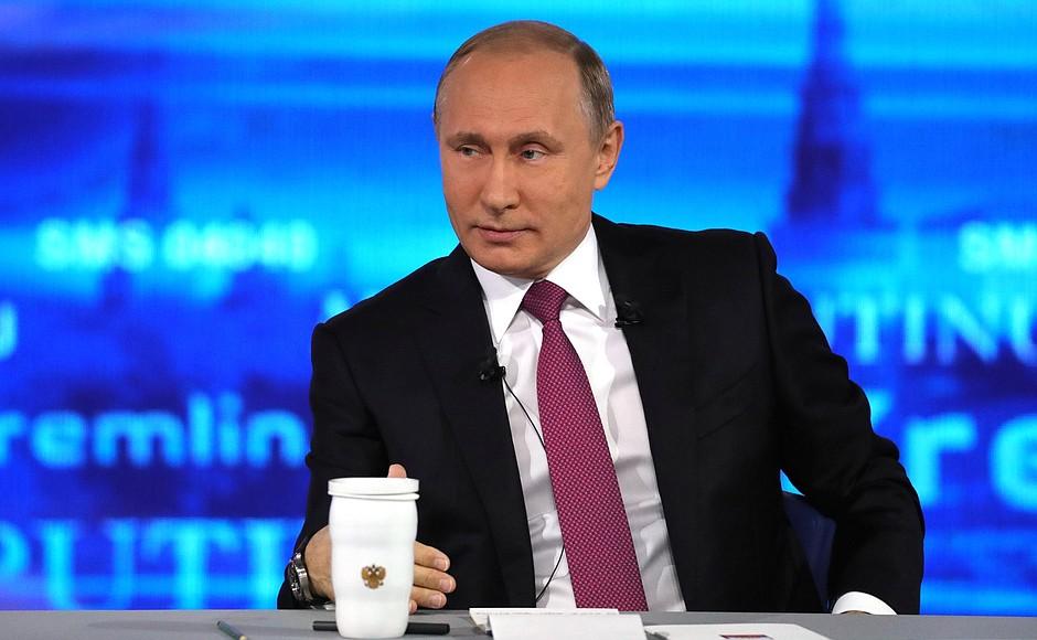 Владимир Путин осмотрел станцию скорой помощи в Пушкине