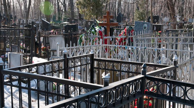 Вандалы повредили 30 надгробий на кладбище в Невском районе