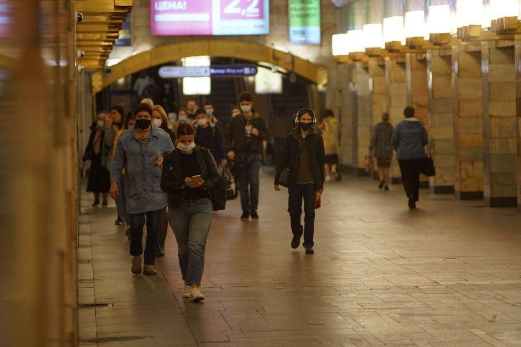 Полицейские задержали подростка, нарисовавшего свастику на станции «Проспект Славы»