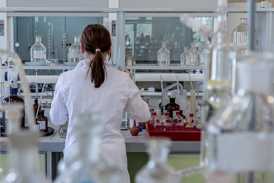Врачи опасаются прививаться российской вакциной от COVID-19