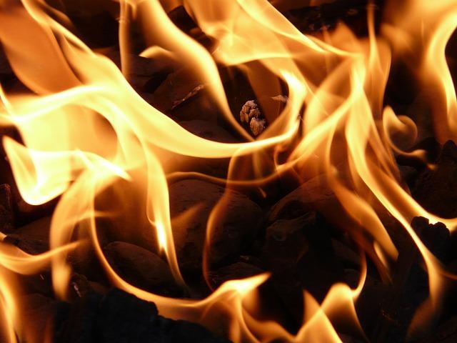 В пожаре на улице Маршала Тухачевского пострадали две женщины