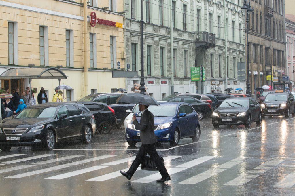 В Петербурге в четверг после обеда начнутся дожди и грозы