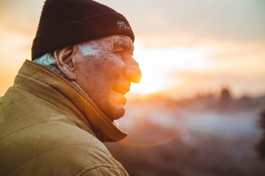 Эксперт предсказала сокращение пенсионного возраста в России