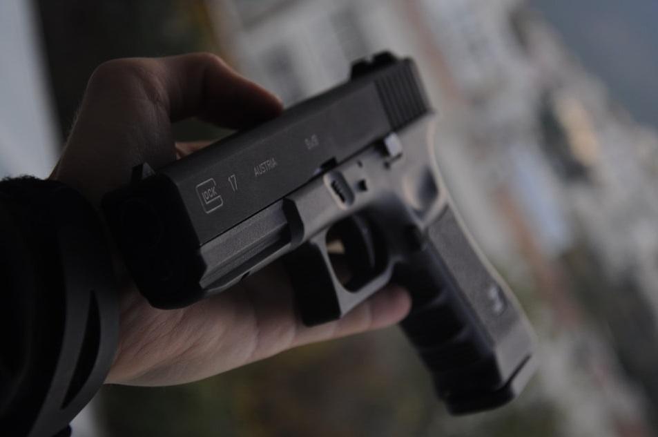На Невском рынке устроили стрельбу, двое ранены