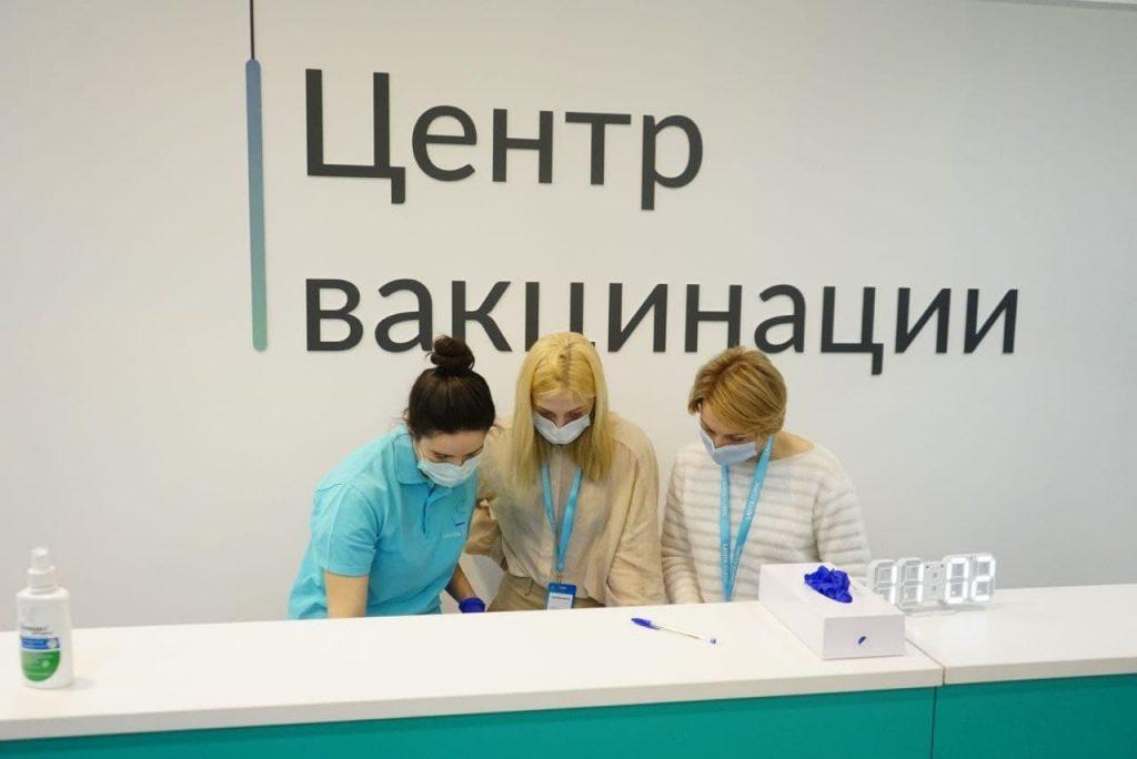 Более 400 тыс. петербуржцев привились от коронавируса