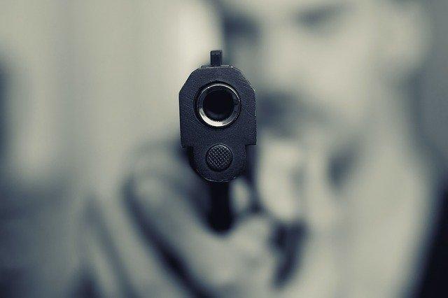 Петербургского бизнесмена подозревают в стрельбе в прохожего на Чайковского