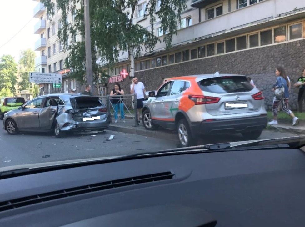 В ДТП на Замшиной пострадал мужчина