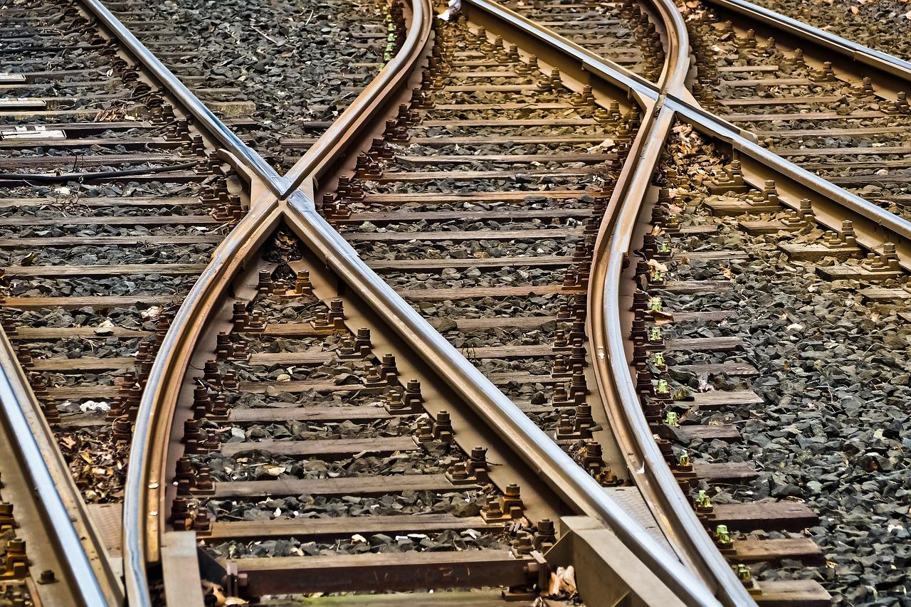 В Ленобласти школьница залезла на поезд и получила удар током