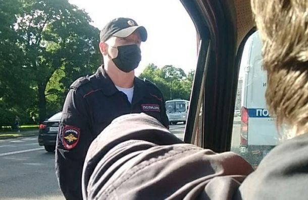 Петербургская полиция исподтишка задерживает активистов