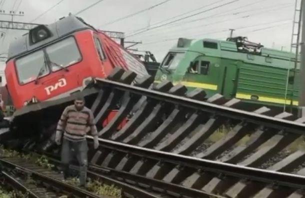 На Малой Балканской два поезда сошли с рельс