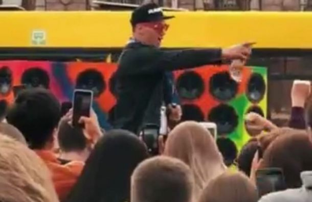 Петербургского музыканта оштрафовали за концерт у «Галереи»