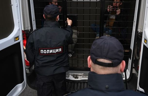 Активиста петербургской «Весны» задержали на выходе из парикмахерской