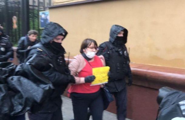 Более десяти участников пикета в поддержку Азара задержали в Москве