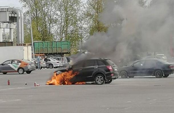 Петербуржец спас брата и сестру из горящего автомобиля