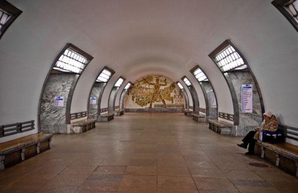 Пассажир упал под поезд на станции метро «Электросила»
