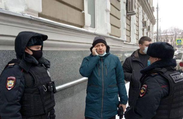 Главреда Медиазоны Сергея Смирнова задержали сотрудники полиции