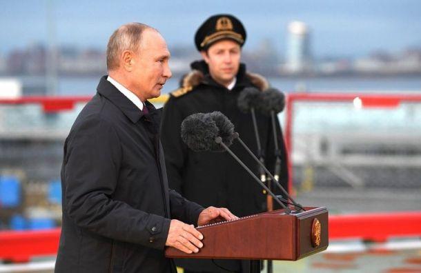 Путин поднял флаг на новом ледоколе «Виктор Черномырдин» в Петербурге
