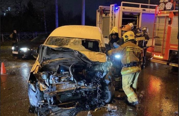 Водитель Volkswagen погиб в ДТП с маршруткой на Петергофском шоссе