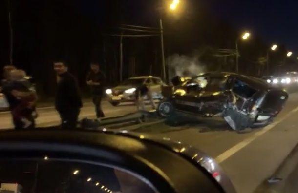 В ДТП на Мурманском шоссе пострадали женщина и девочка