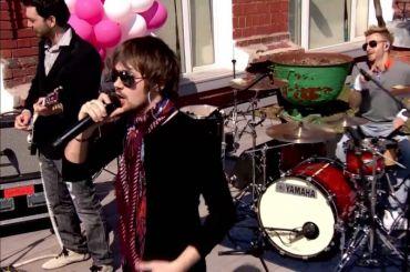 Полиция Петербурга остановила концерт музыканта Васи Обломова