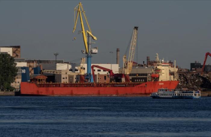 Петербург лидирует среди других регионов по объемам экспорта судов, автомобилей и тракторов