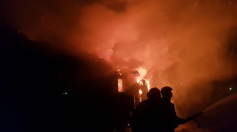 Под Ломоносовым в коттеджном поселке сгорел частный дом