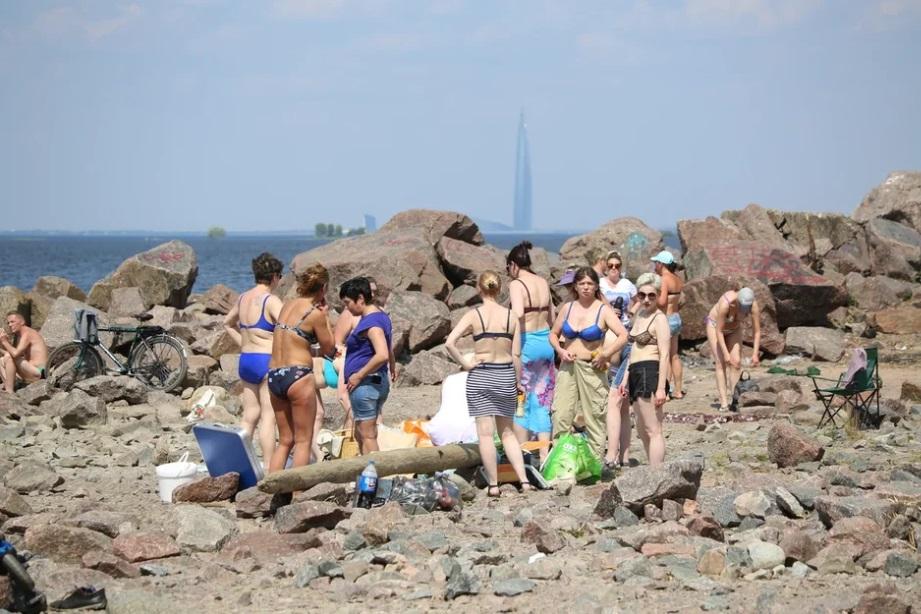 МЧС предупредило петербуржцев о жаркой погоде